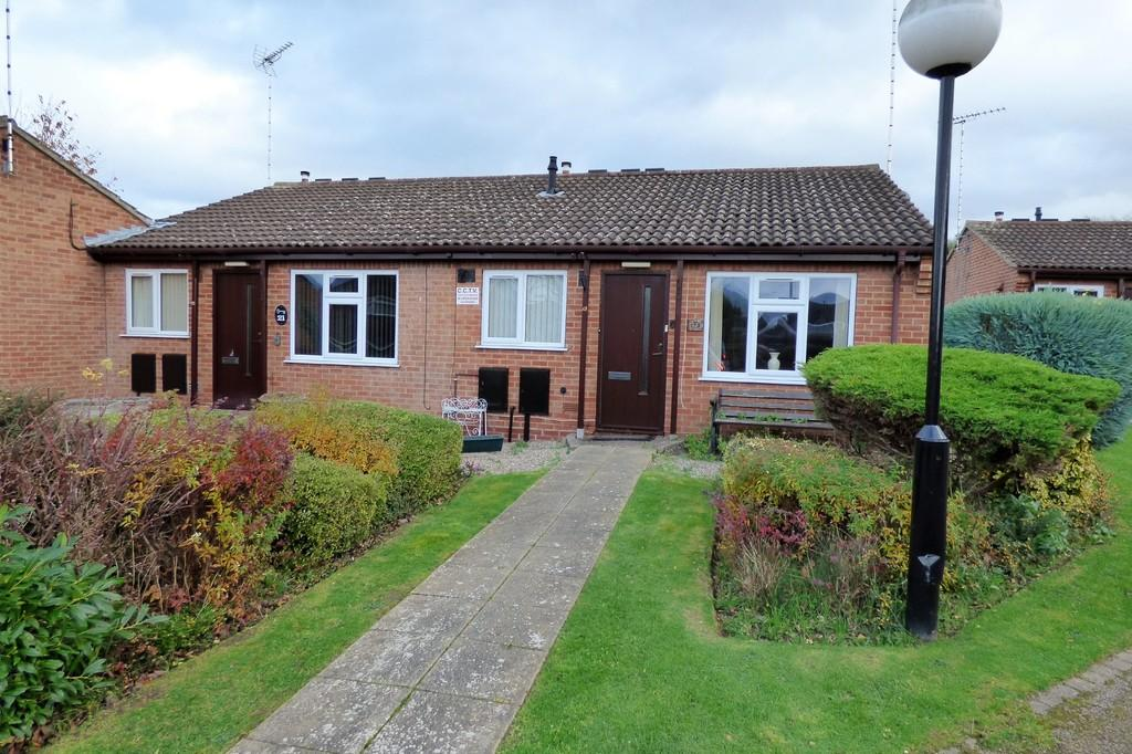 2 Bedrooms Terraced Bungalow for sale in The Wickets, Stapenhill