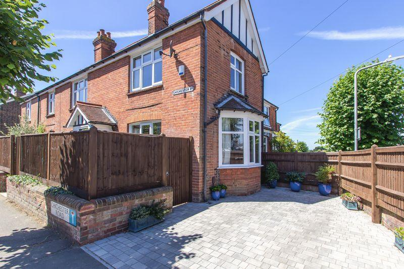 4 Bedrooms Detached House for sale in Chichester Road, Tonbridge