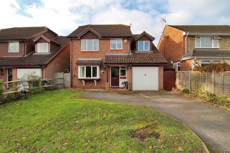 4 Bedrooms Detached House for sale in Oakwood, Partridge Green