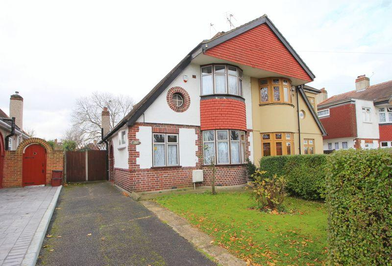 3 Bedrooms Chalet House for sale in Halfway Street, Sidcup DA15 8DA