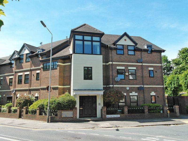 2 Bedrooms Flat for sale in Old Bexley Lane, Bexley