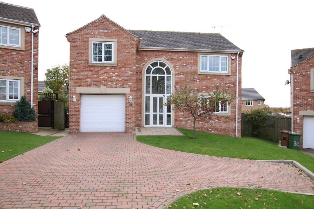 4 Bedrooms Detached House for sale in Hare Park Lane, Crofton