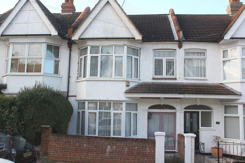 3 Bedrooms Terraced House for sale in Glenwood Avenue, Westcliff-On-Sea