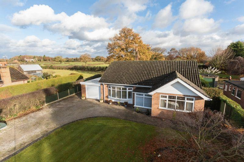 4 Bedrooms Bungalow for sale in Cobbity Lodge, Swanley Lane, Ravensmoor, Near Nantwich