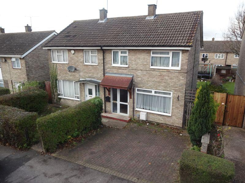 2 Bedrooms Semi Detached House for sale in Tithe Farm Road, Houghton Regis