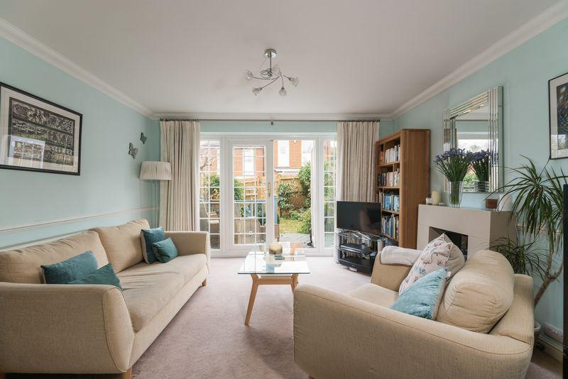 2 Bedrooms End Of Terrace House for sale in Webb Road, Blackheath, SE3