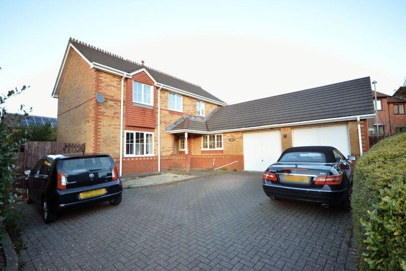 4 Bedrooms Detached House for sale in Redwing Close, Brackla, Bridgend