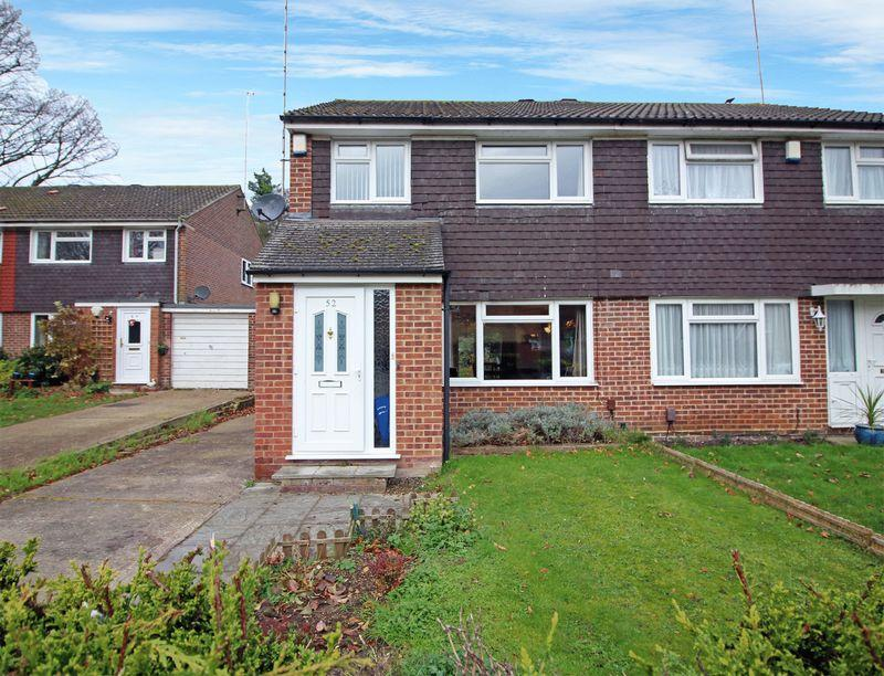 3 Bedrooms Semi Detached House for sale in Albatross Gardens, South Croydon, Surrey, CR2 8QX