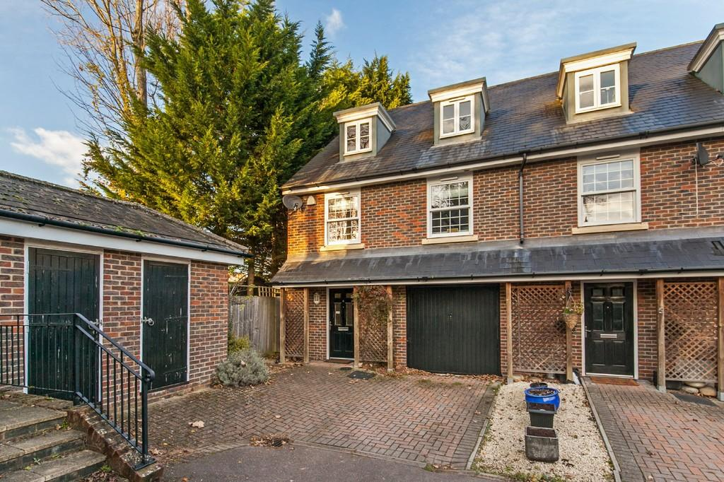 3 Bedrooms Semi Detached House for sale in Christchurch Road, St. Cross, Winchester, SO23