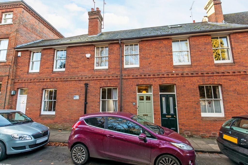 2 Bedrooms Terraced House for sale in Colebrook Street, Winchester, SO23