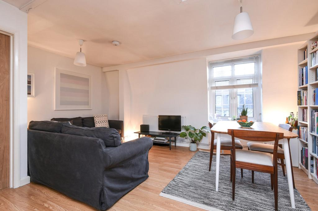 4 Bedrooms Flat for sale in Doddington Grove, SE17