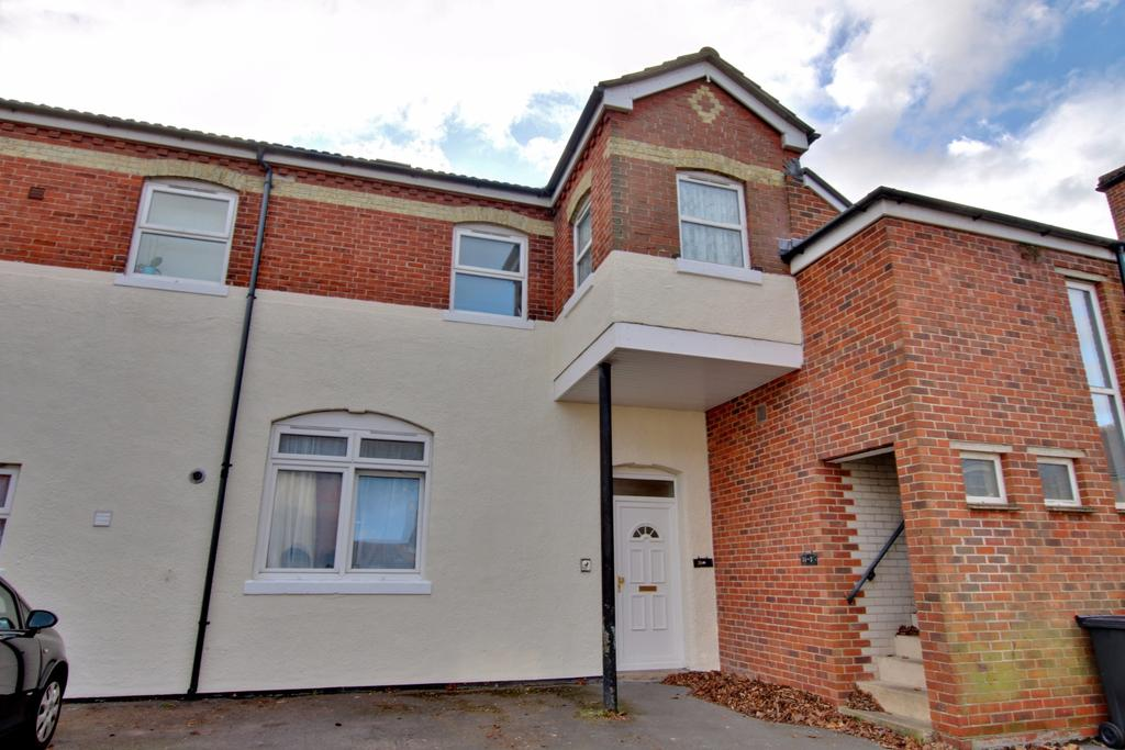 2 Bedrooms Ground Flat for sale in Havant