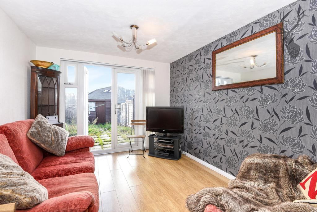 2 Bedrooms House for sale in Stapleford Close, Chingford, E4