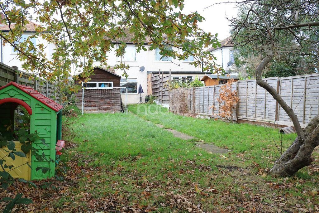 3 Bedrooms Semi Detached House for sale in Marian Avenue, Minster on Sea