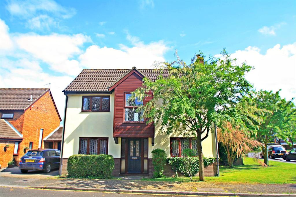 3 Bedrooms Detached House for sale in Kincardine Drive, Bletchley, Milton Keynes