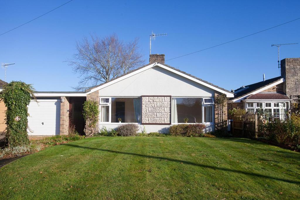 3 Bedrooms Bungalow for sale in Waleran Close, Alderbury, Salisbury