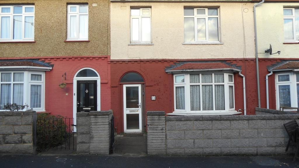 3 Bedrooms Terraced House for sale in Strover Street, Gillingham ME7