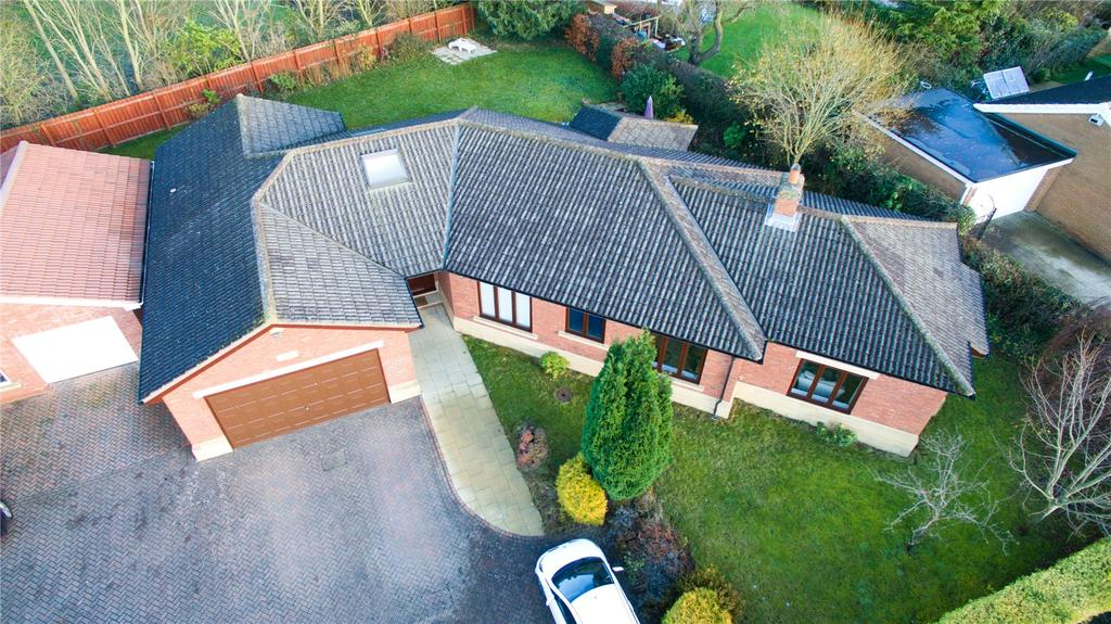 4 Bedrooms Detached Bungalow for sale in The Crescent, Nunthorpe