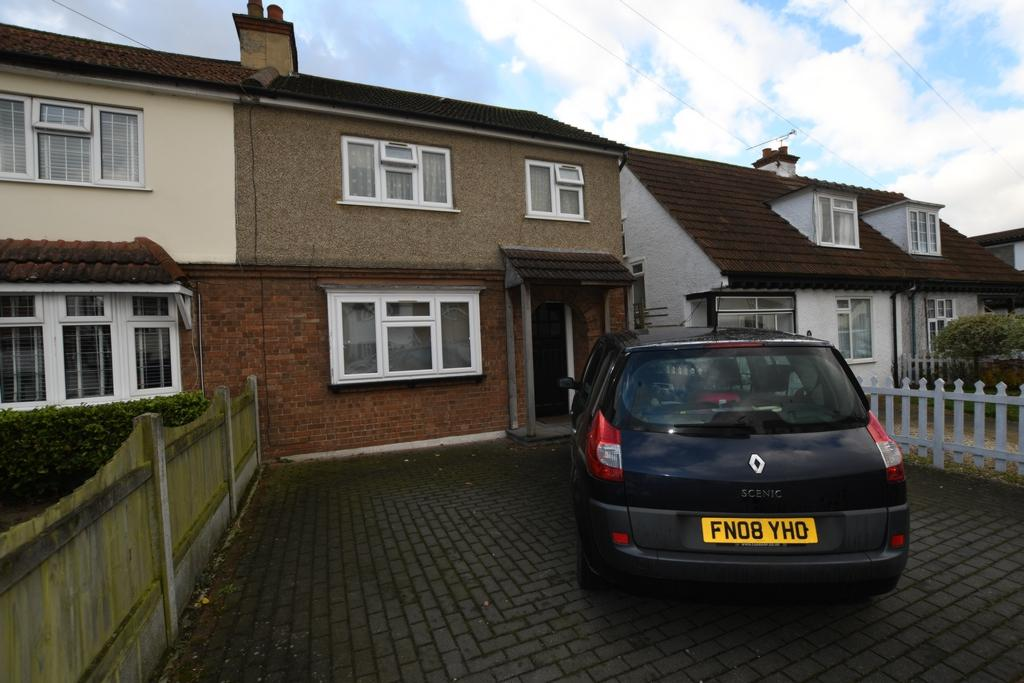3 Bedrooms Semi Detached House for sale in Fairfield Road, Epping, CM16