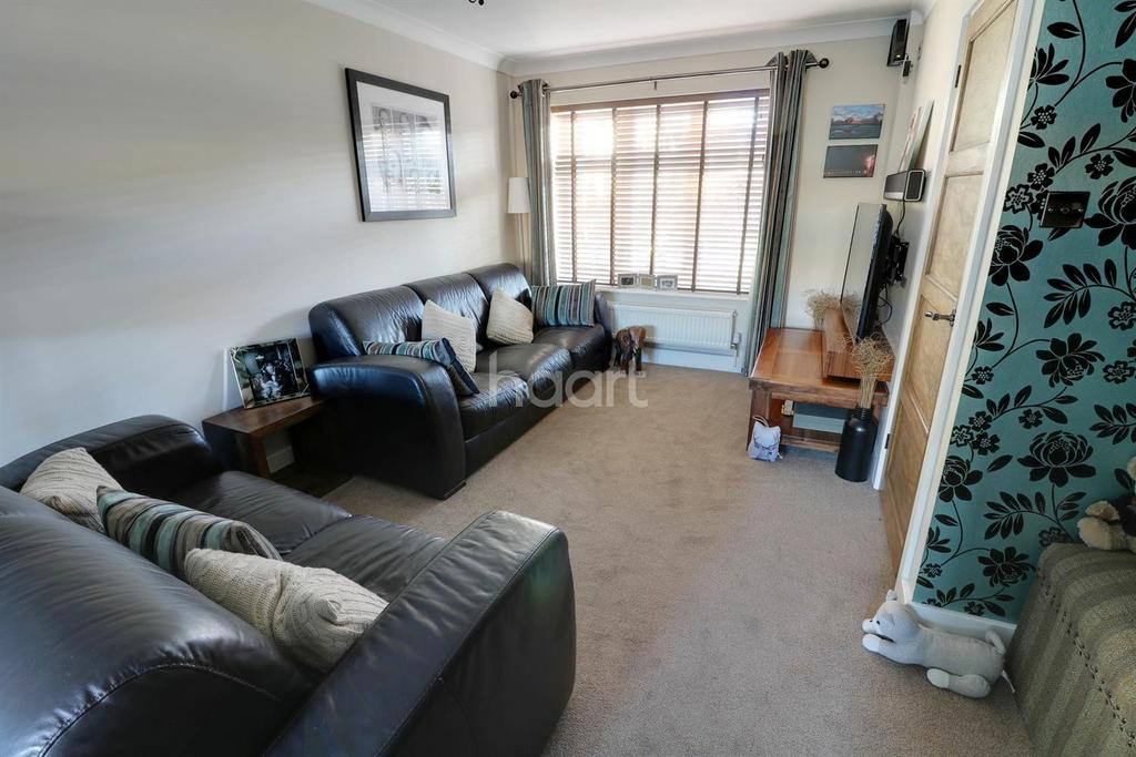 3 Bedrooms Terraced House for sale in Hannards Way, Hainault