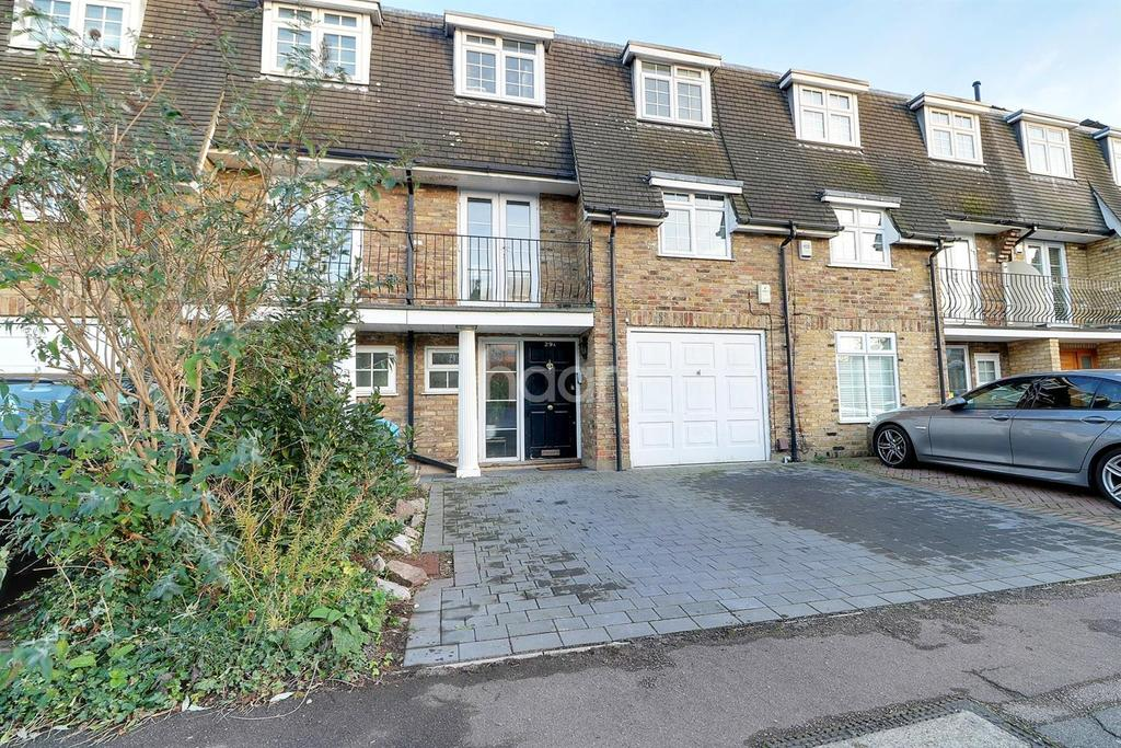 4 Bedrooms Terraced House for sale in Cleveland Road