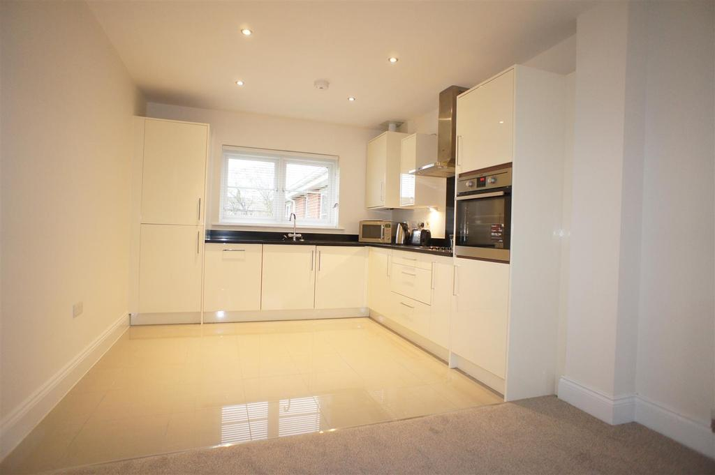 2 Bedrooms Apartment Flat for sale in Bridge Meadow , Sandy Lane, Lymm