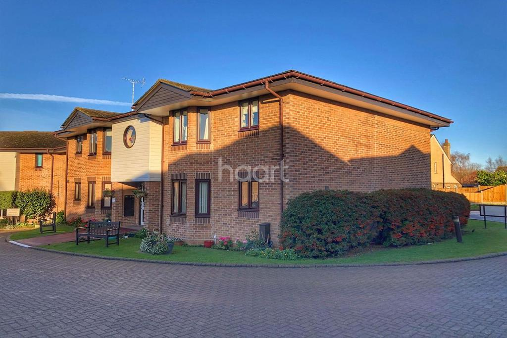 2 Bedrooms Flat for sale in Swan Court, Mistley, Manningtree, Essex