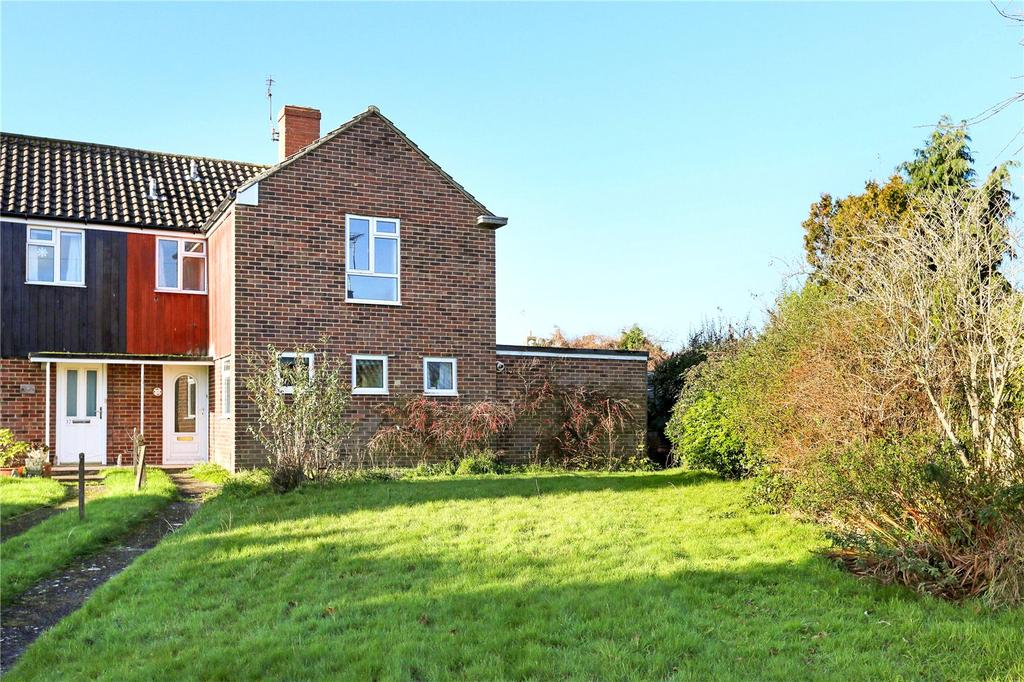 3 Bedrooms Semi Detached House for sale in Broadfields, Pewsey, Wiltshire