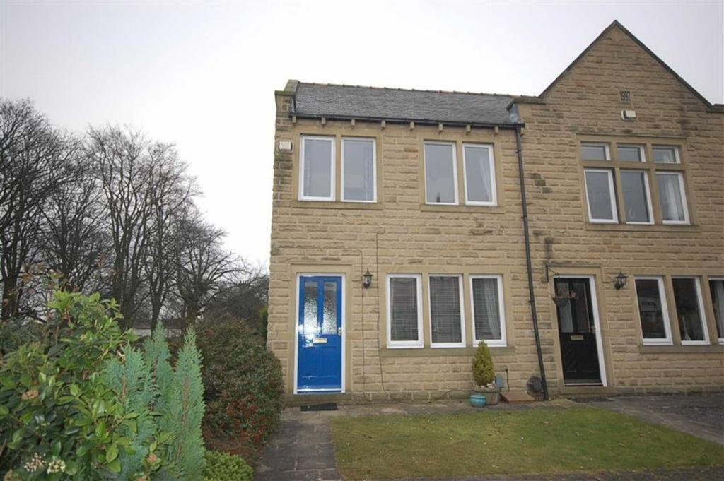 3 Bedrooms Town House for sale in Hallows Court, Almondbury, Huddersfield, HD5