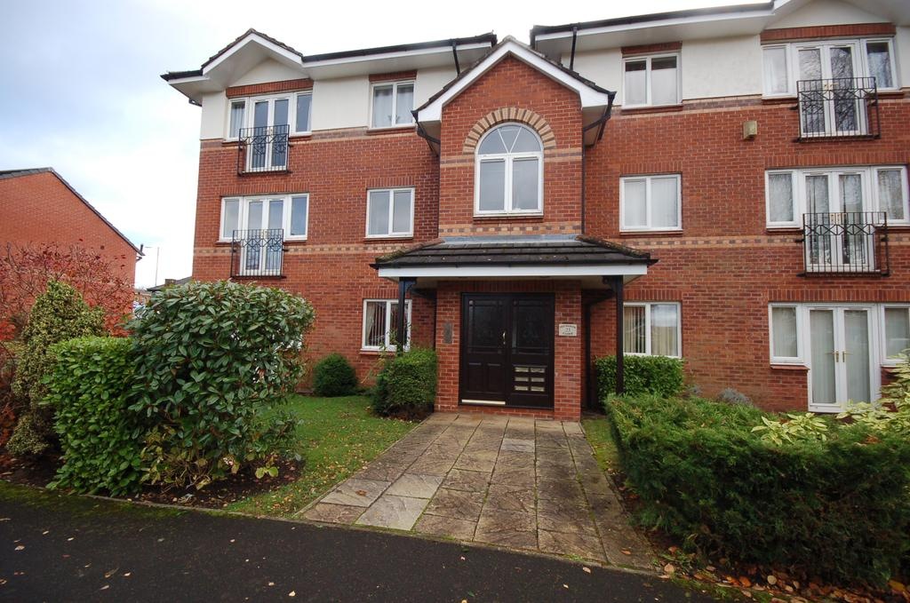 2 Bedrooms Ground Flat for sale in 23 Petworth Close, Sharston, Manchester M22