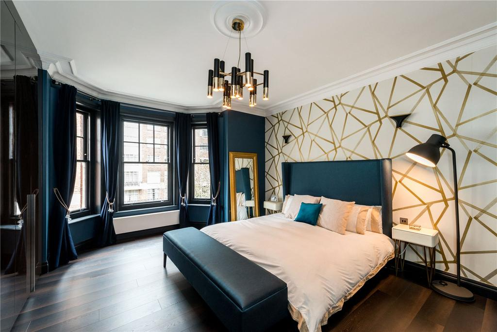 3 Bedrooms Flat for sale in Cumberland Mansions, Brown Street, London