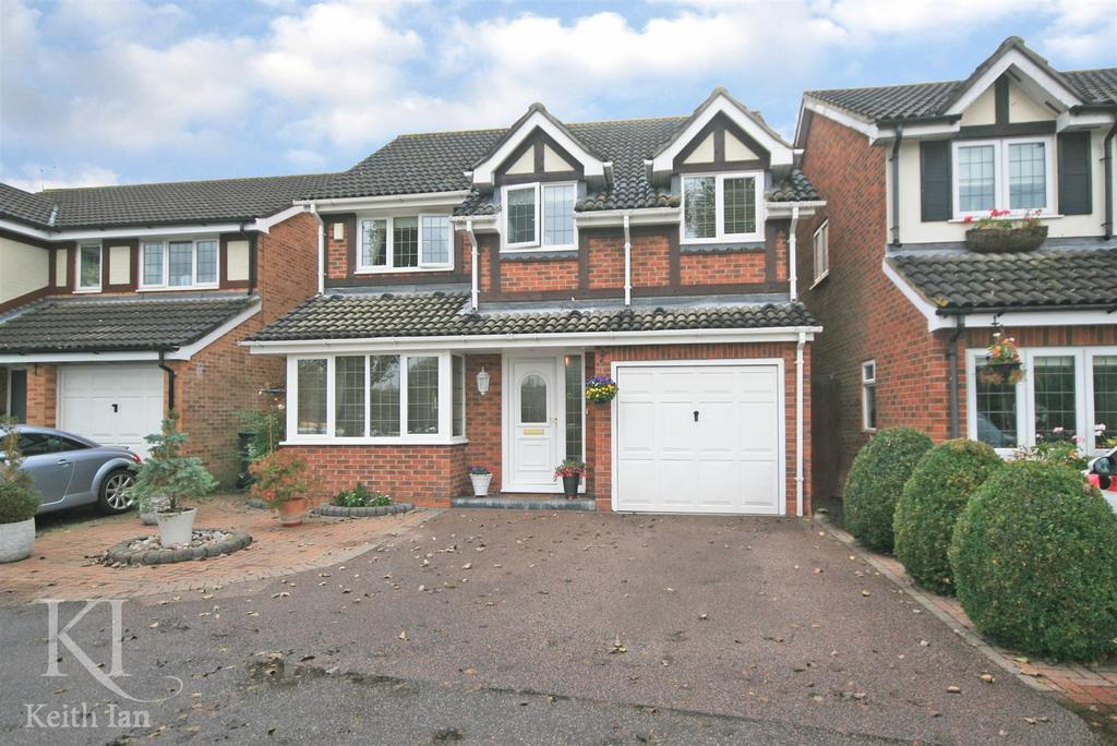 4 Bedrooms Detached House for sale in Heron Drive, Stanstead Abbotts