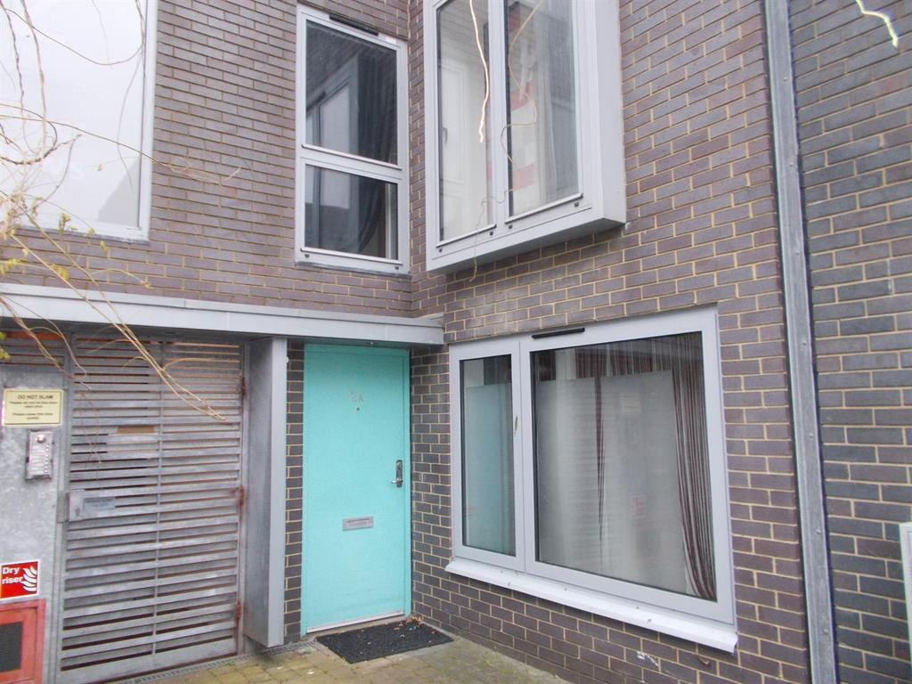 2 Bedrooms Semi Detached House for rent in St. James's Street Mews, Brighton