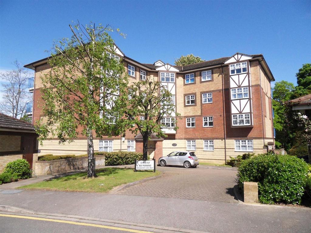 3 Bedrooms Apartment Flat for sale in Queens Court, Wardown Park