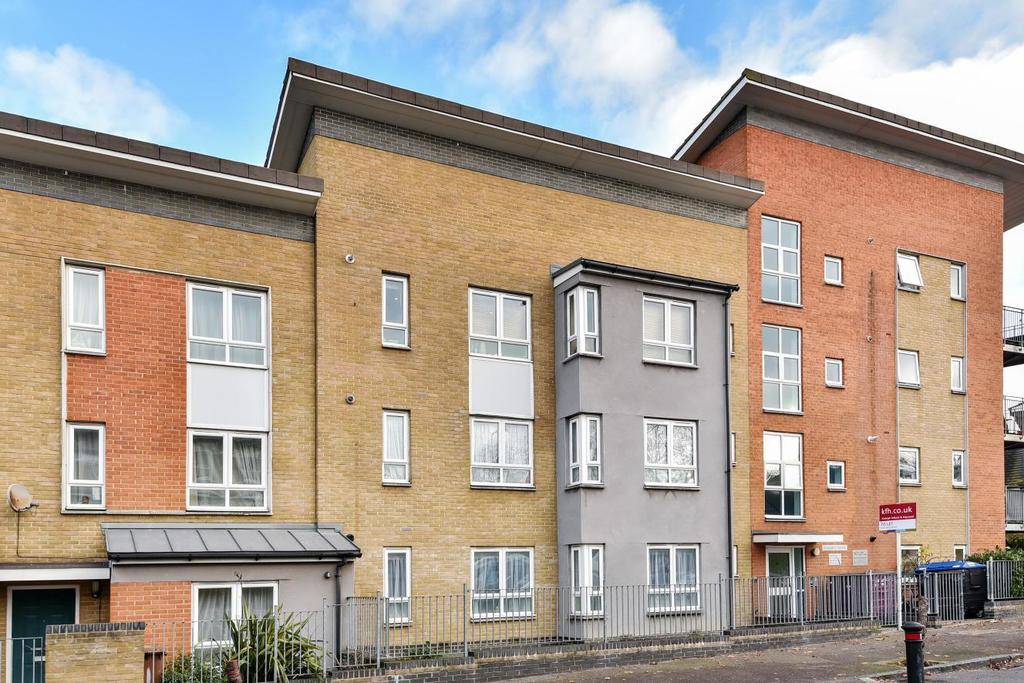 2 Bedrooms Flat for sale in Linden Grove, Peckham