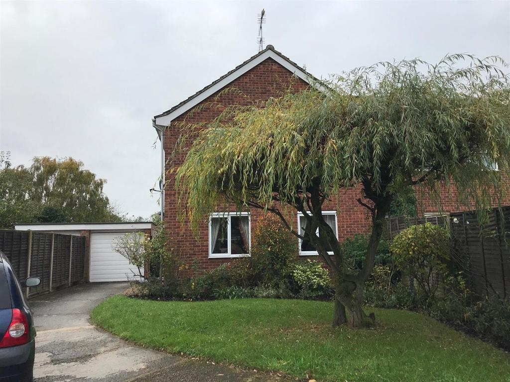 3 Bedrooms Semi Detached House for sale in Manor View, Barton Mills