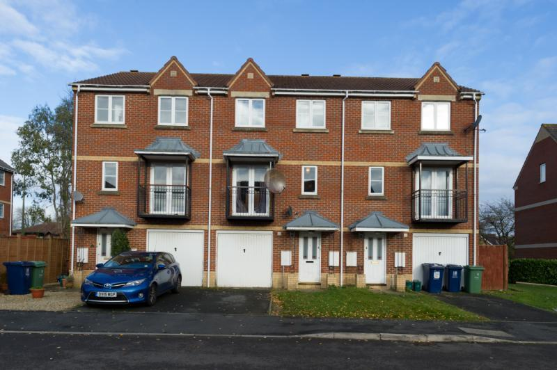 3 Bedrooms Terraced House for sale in Meyseys Close, Headington, Oxford, Oxfordshire
