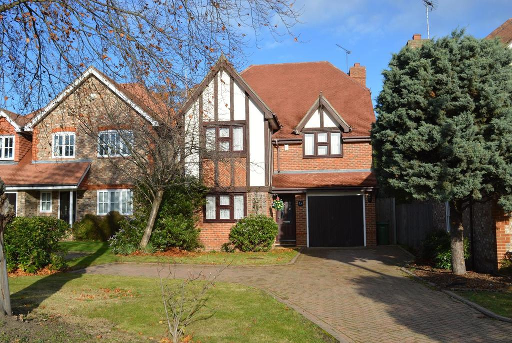4 Bedrooms Detached House for sale in Manor Crescent, Hornchurch, Essex, RM11
