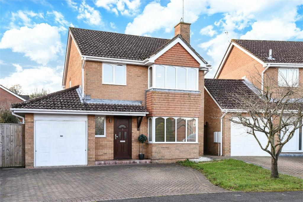 4 Bedrooms Detached House for sale in Kielder Close, Chandler's Ford, Hampshire