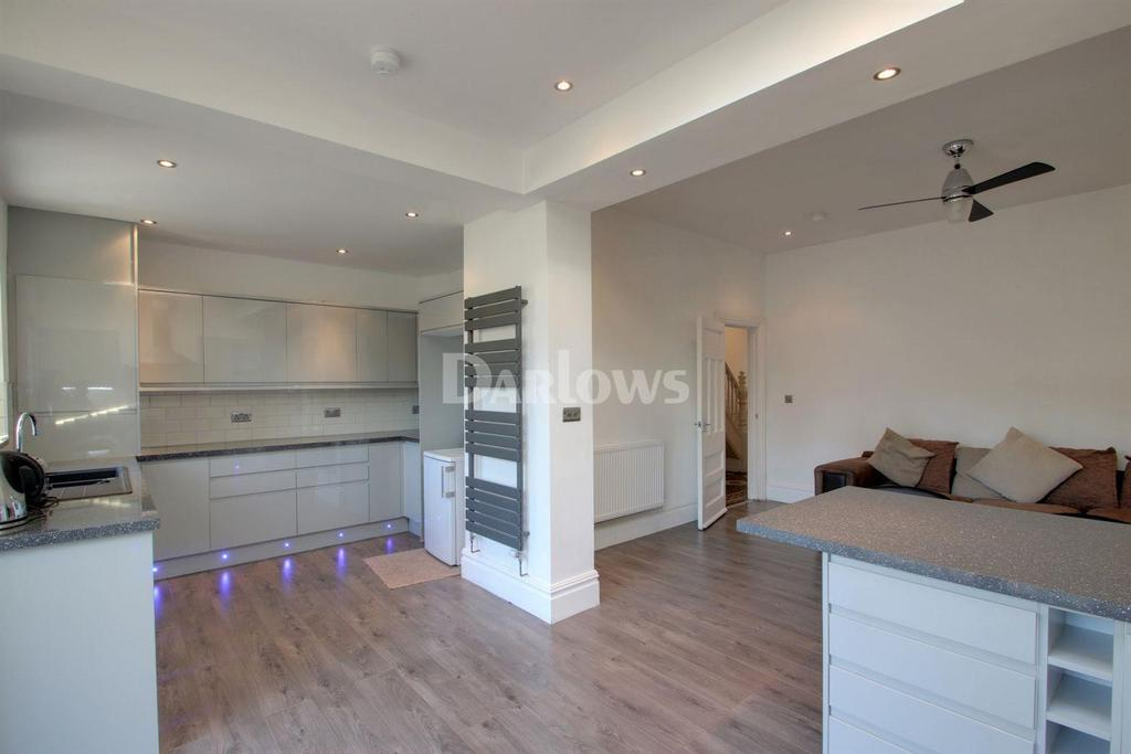 4 Bedrooms Terraced House for sale in Allensbank Road, Heath, Cardiff