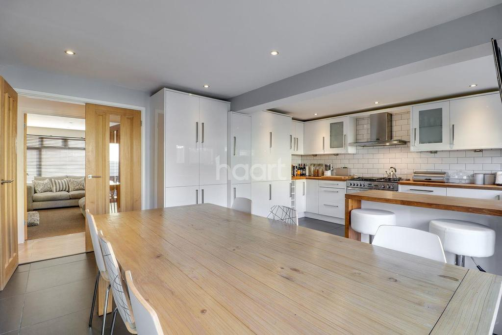 3 Bedrooms Bungalow for sale in Sandown Road, Thundersley