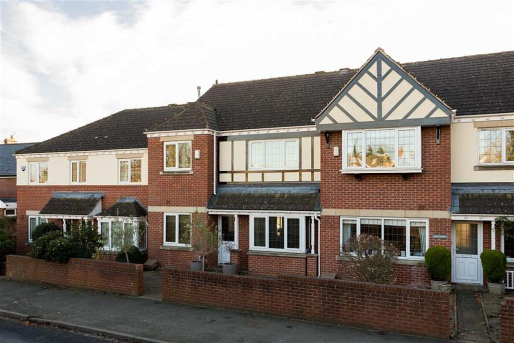 3 Bedrooms Terraced House for sale in Harewood Road, Collingham, LS22