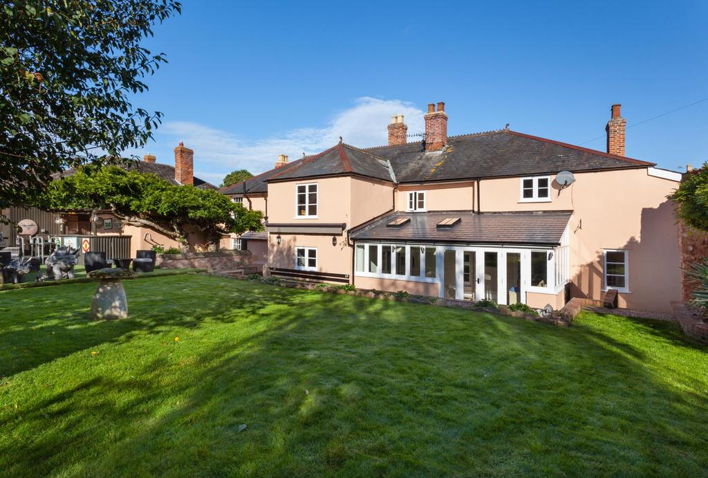 6 Bedrooms Detached House for sale in Long Street, Williton