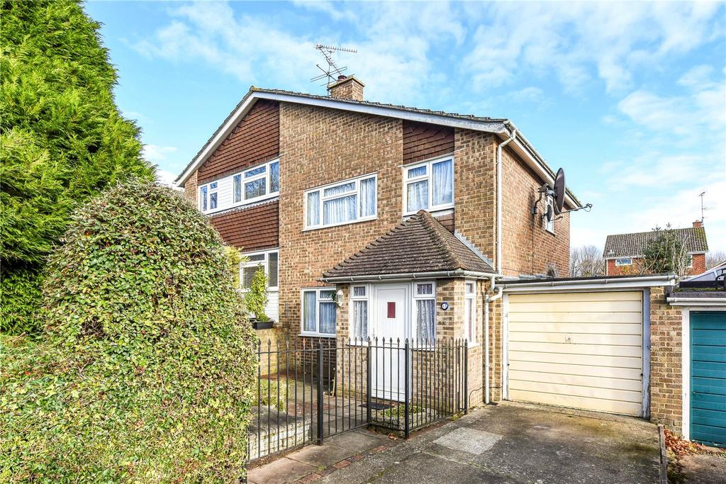 3 Bedrooms Semi Detached House for sale in Willoughby Close, Alton, Hampshire