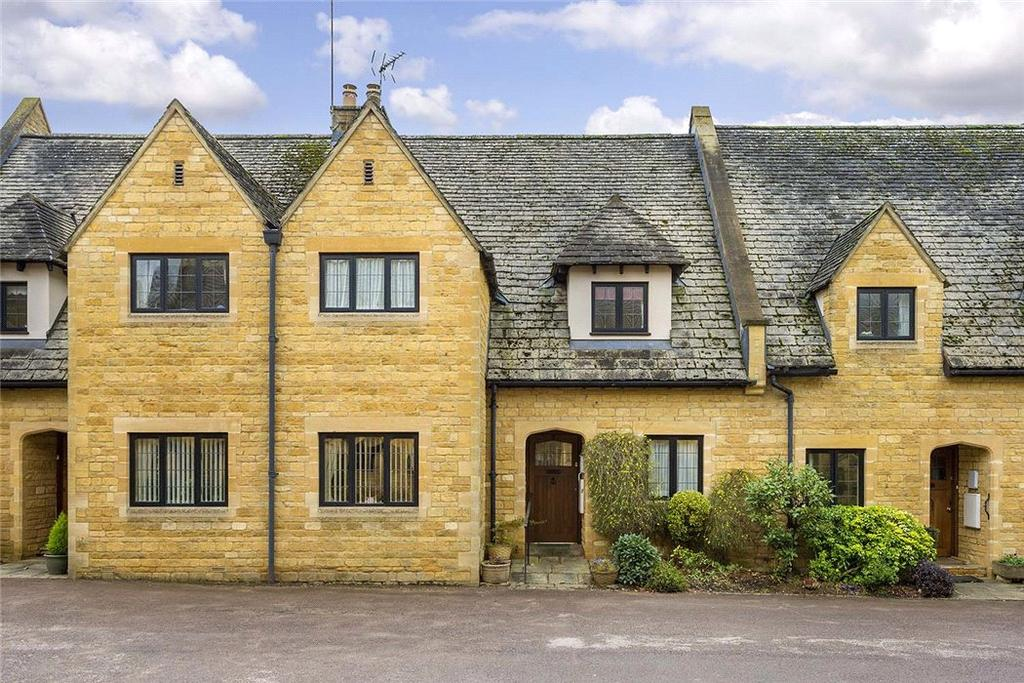 3 Bedrooms Terraced House for sale in Newlands Court, Stow on the Wold, Cheltenham, GL54