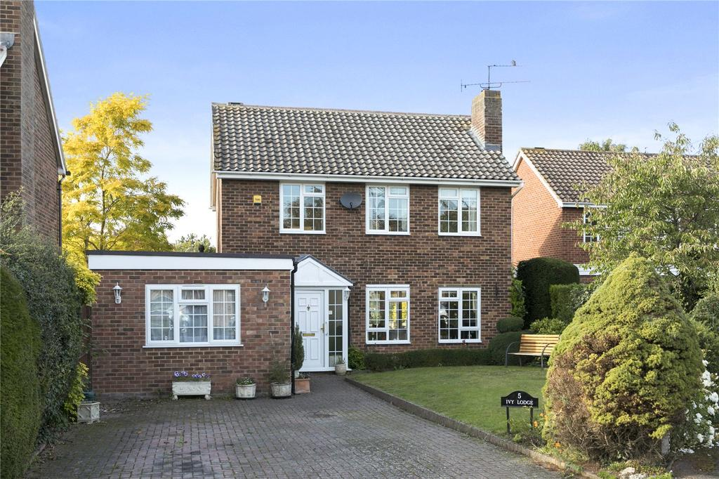 3 Bedrooms Detached House for sale in St. Andrews Walk, Cobham, Surrey, KT11