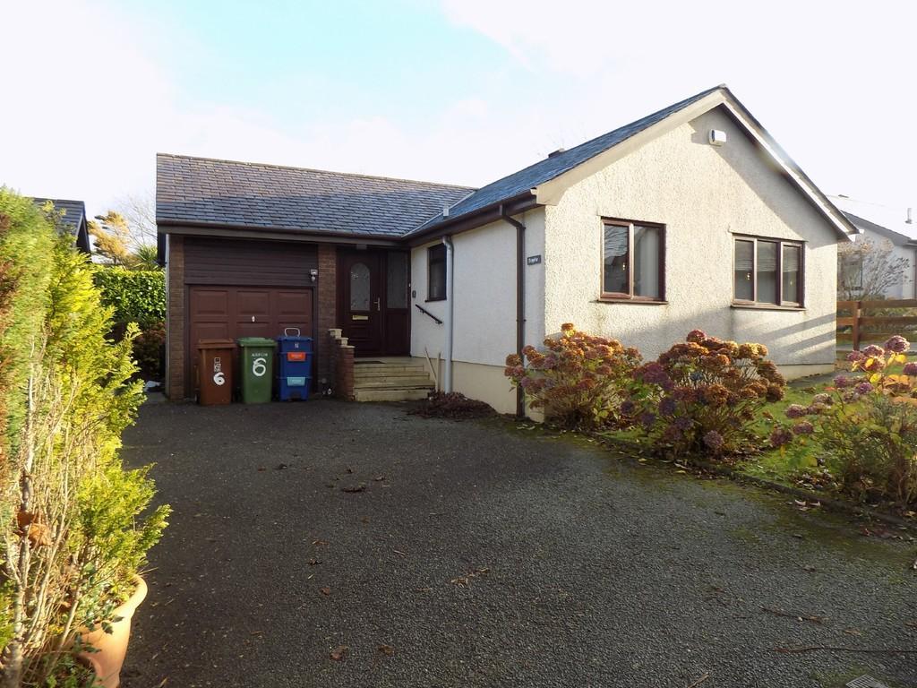 2 Bedrooms Detached Bungalow for rent in Penrhosgarnedd