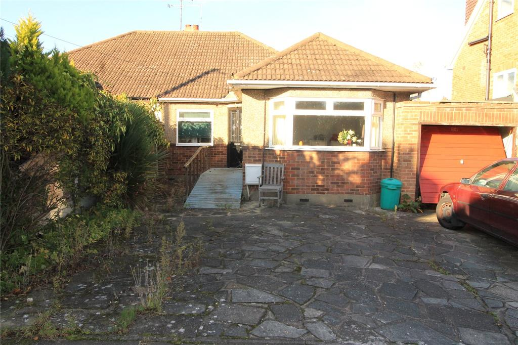 3 Bedrooms Semi Detached Bungalow for sale in Middle Road, Ingrave, Brentwood, Essex, CM13