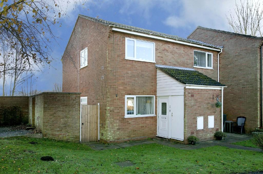 2 Bedrooms Ground Flat for sale in Woodside Court, Attleborough