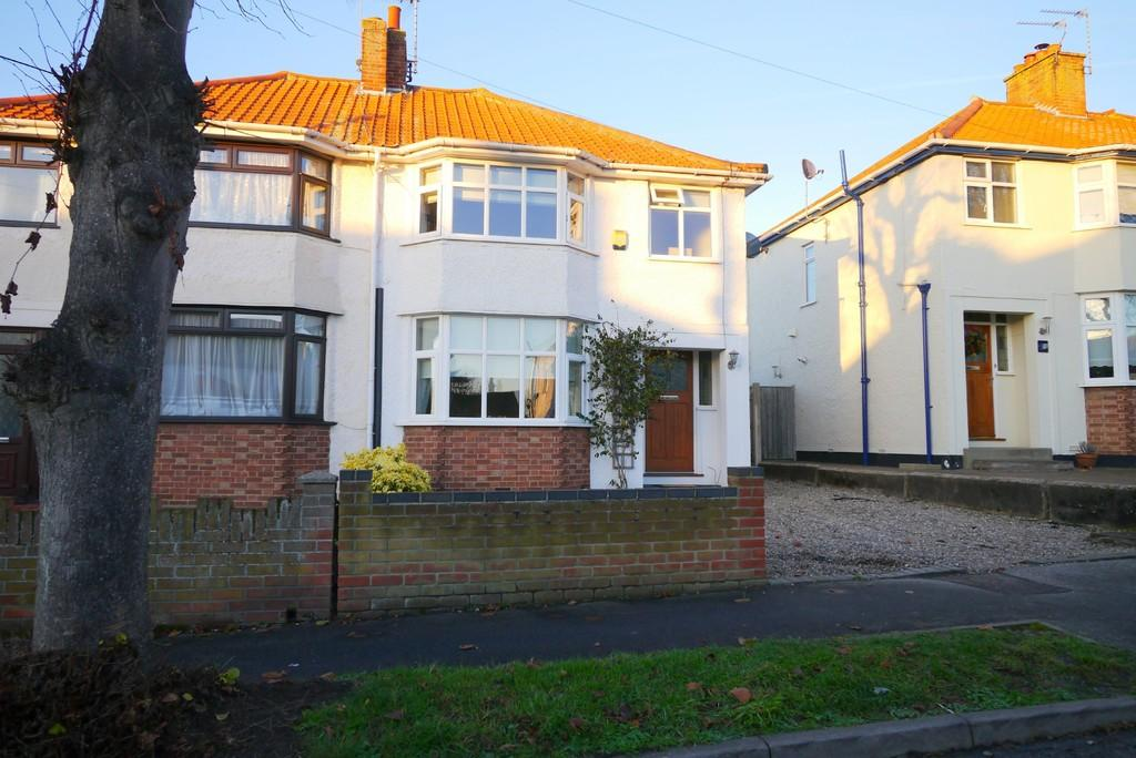 3 Bedrooms Semi Detached House for sale in Marlborough Road, Oulton Broad, Lowestoft